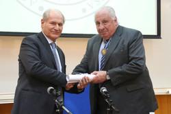 Diploma y medalla académica