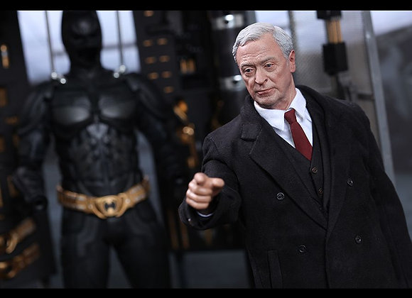 Hot Toys MMS235 THE DARK KNIGHT 1/6 BATMAN ARMORY WITH ALFRED PENNYWORTH