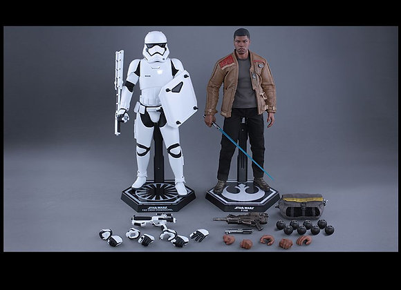 Hot Toys MMS346 STAR WARS 1/6 FINN AND FIRST ORDER RIOT CONTROL STORMTROOPER SET