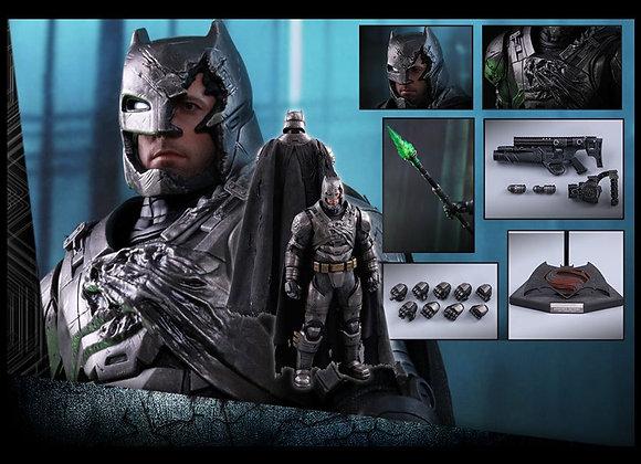 Hot Toys MMS417 BATMAN V SUPERMAN 1/6 ARMORED BATMAN (BATTLE DAMAGED VERSION)