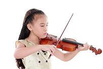 バイオリンを持つ少女.jpg