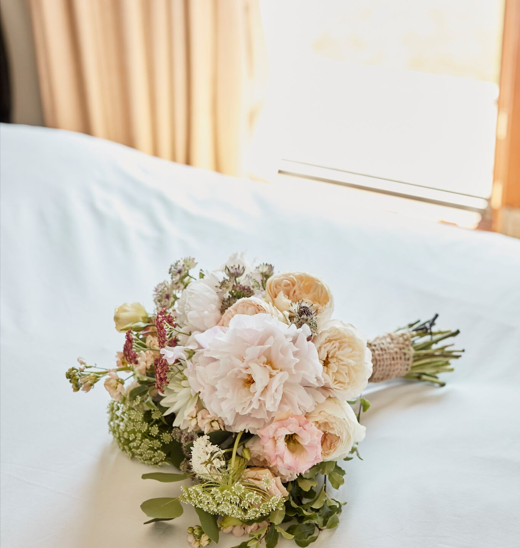 C76dWnswHedges and Flowers Floral De