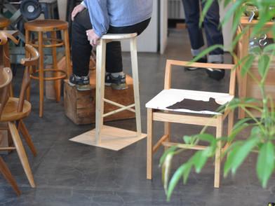 ハイチェアと椅子