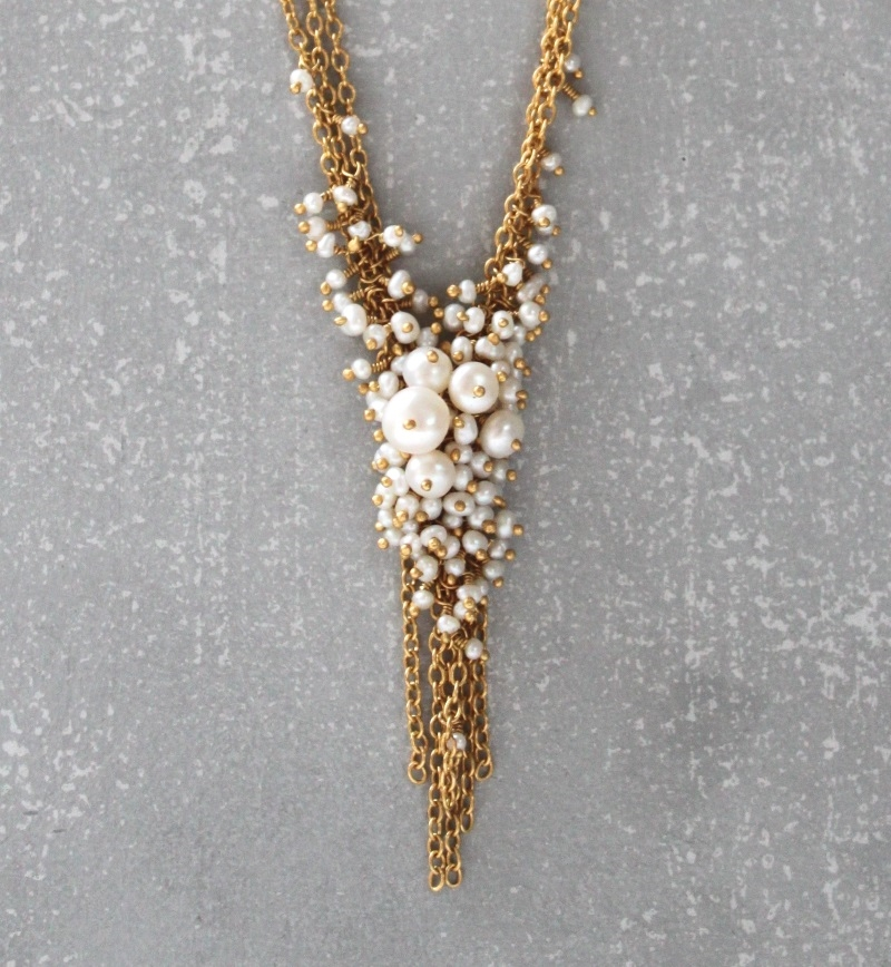 collier Multi chain V Tassel