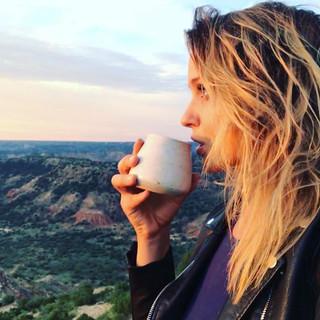 Drinking it all in☕️🏜#sunrise #coffeeta