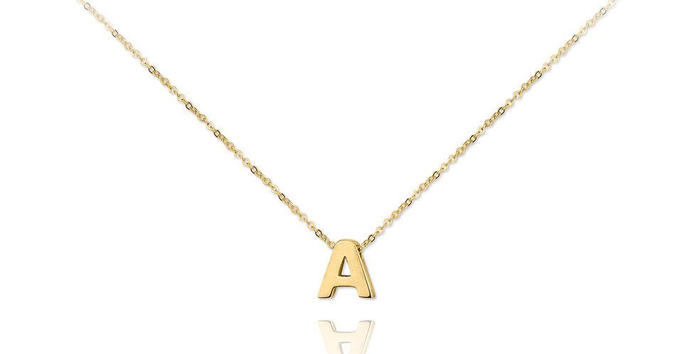 Collar dorado con colgante de letra A