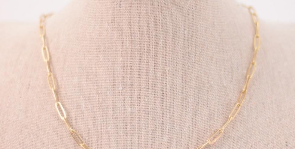 Cadena dorada con eslabones ovalados y finos