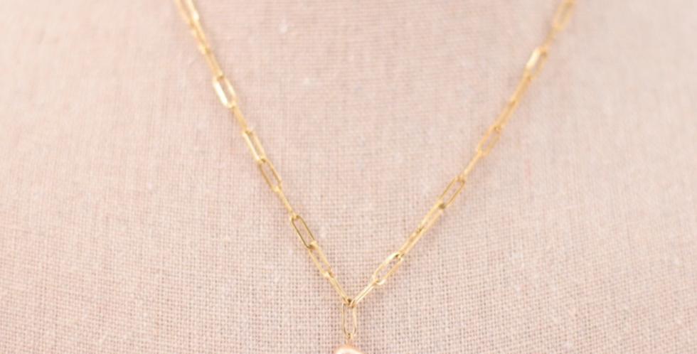 Cadena dorada de eslabones alargados con perla