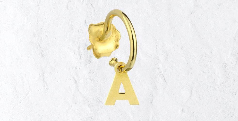 Pendiente dorado letra A