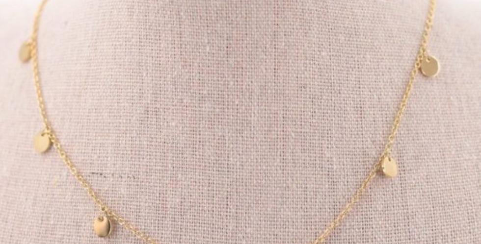 Collar dorado con pequeños colgantes circulares