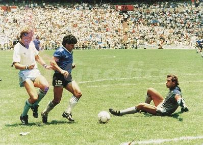 Maradona_shilton.jpg