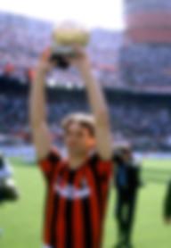 Marco_Van_Basten_Pallone_d'Oro_(Milan).j