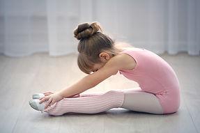 ballet child in pink leo .jpg