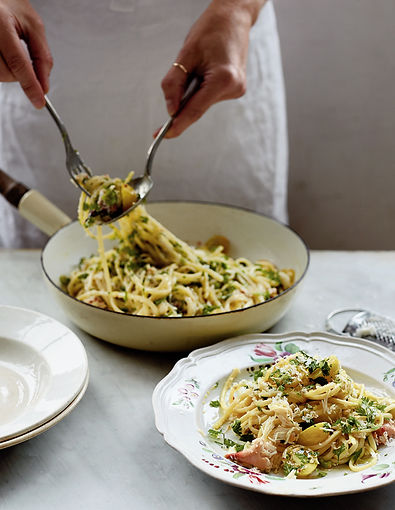 crop-Buttery-Crab-Pasta-with-Golden-Toma