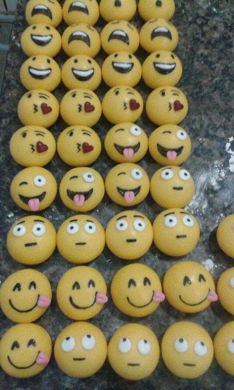 Docinhos personalizados emojis