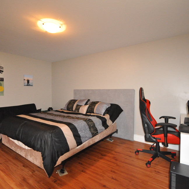 Basement Bedroom #1-DSC_0192-min.jpg