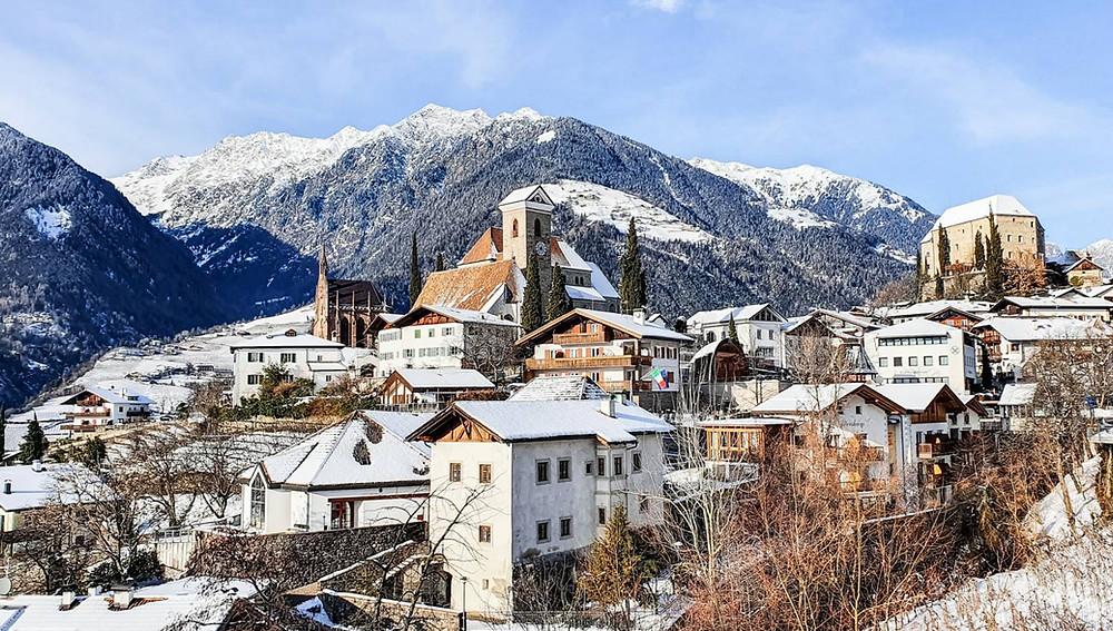 Ausblick auf das Südtiroler Bergdorf Schenna