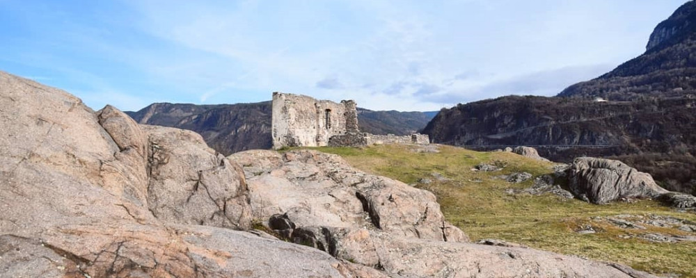 Zwischen den Ruinen von Castelfeder