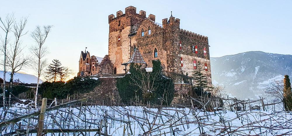 Die mittelalterliche Burg Katzenstein in der Nähe von Meran