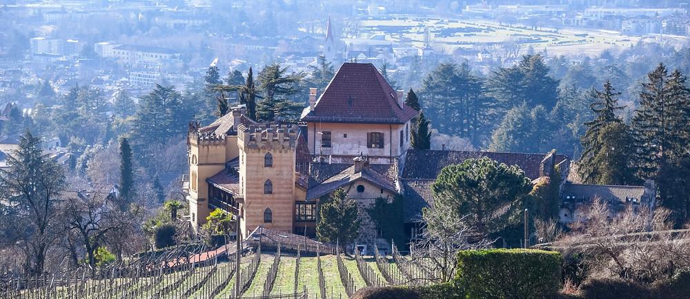 Ansitz und Weingut Schloss Rametz in Meran