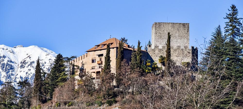 Die mittelalterliche Burg Goyen in Meran