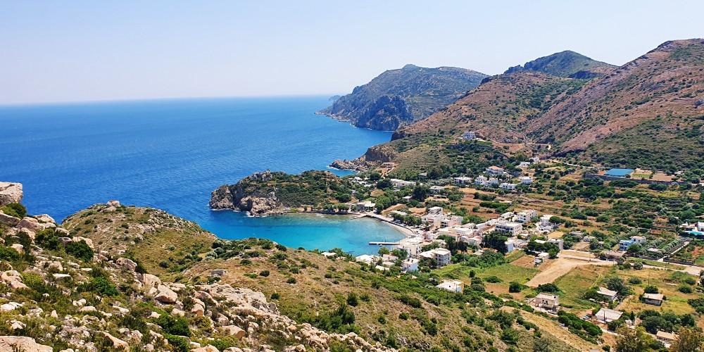 Die Bucht und der Hafen von Emporios