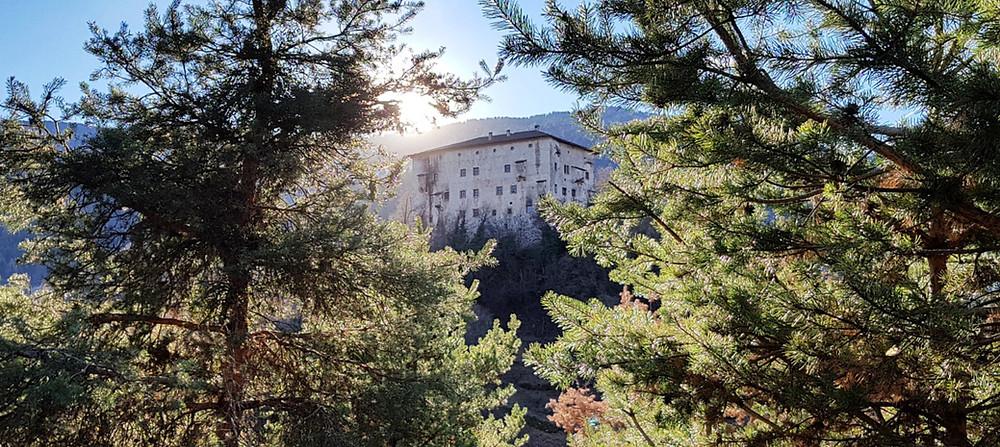 Blick auf das romantische Schloss Katzenzungen in Prissian