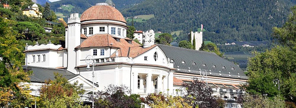 Das Meraner Kurhaus ist ein Jugenstil-Schmuckstück in der Meraner Altstadt