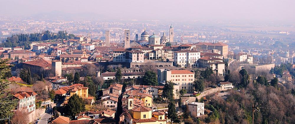 Blick auf die romantische Città Alta von Bergamo