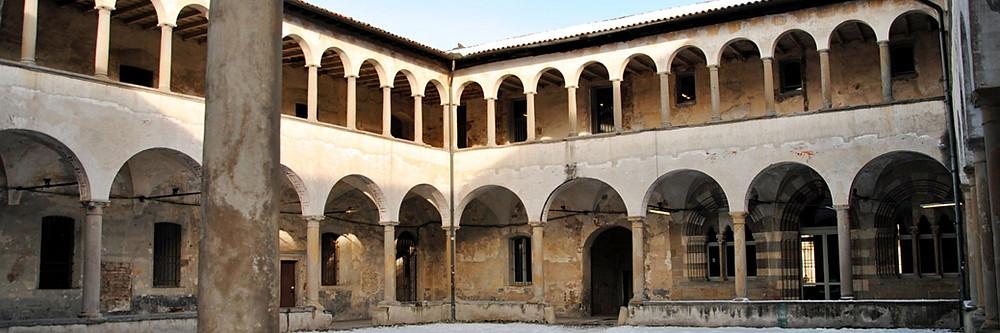 Der Innenhof des Sant'Agostino Klosters in Bergamo