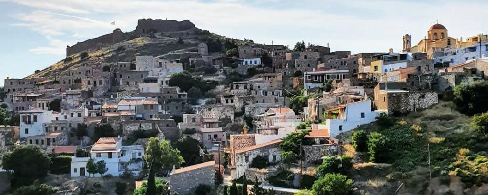 Blick auf das Dorf und Schloss von Volissos