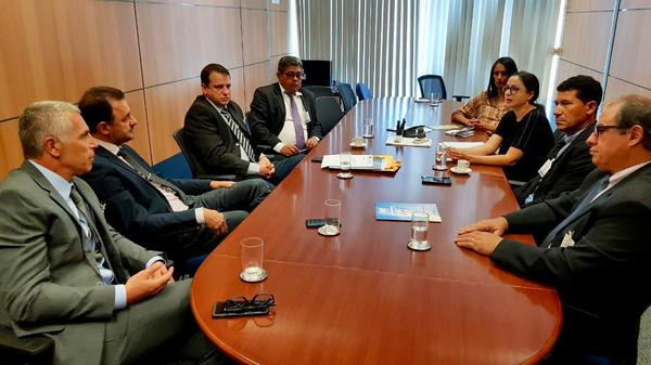 Mario Roma (esq.) em reunião no Ministério do Turismo (ASSECOM / PMCR)