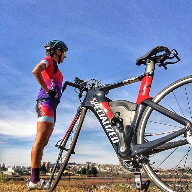 Larissa e a sua nova bike / Divulgação