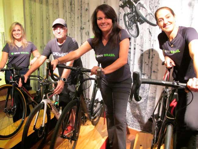 Ana, Walter, Luisa e Fernanda com as suas novas bikes