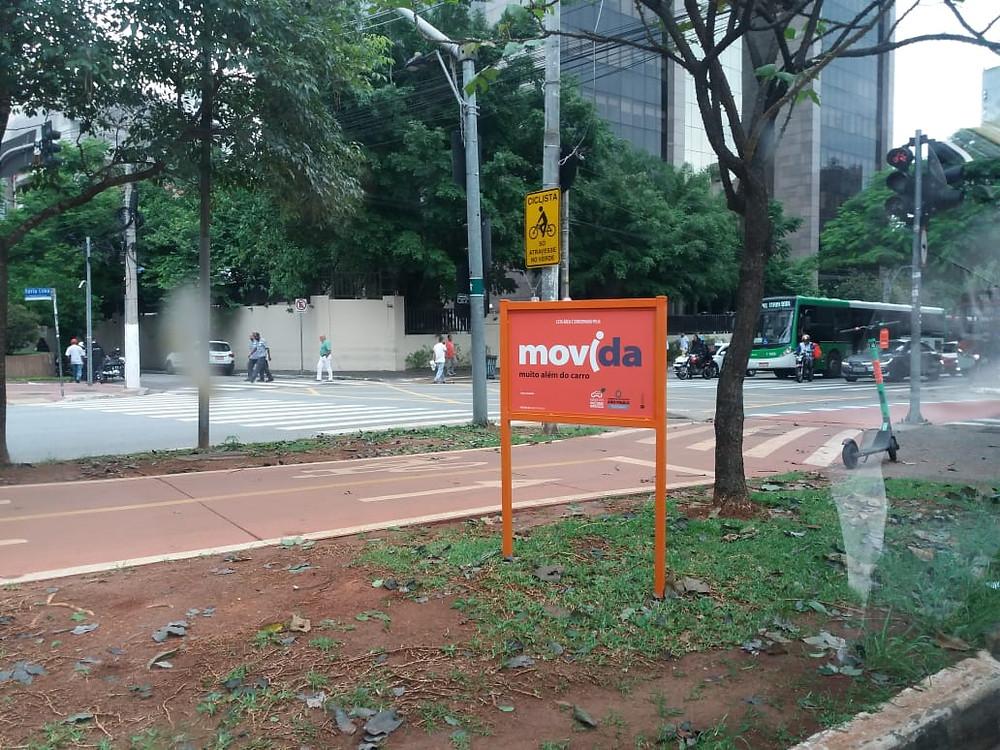 Placa indicando a parceria / Divulgação