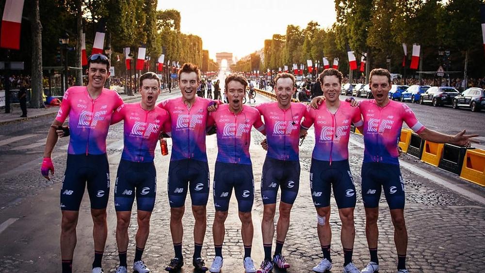EF Pro Cycling na Champs-Élysées no TDF 2018 / Divulgação