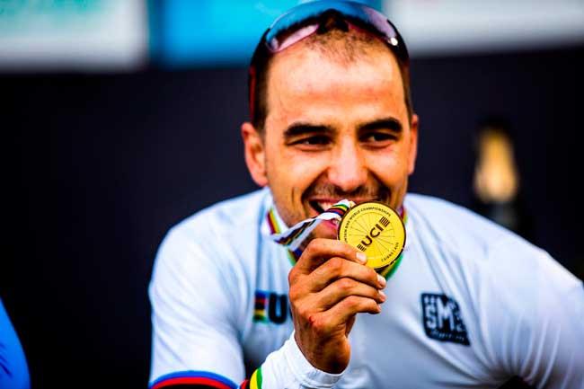 Nino e a medalha de campeão do mundo UCI / Sven Martin