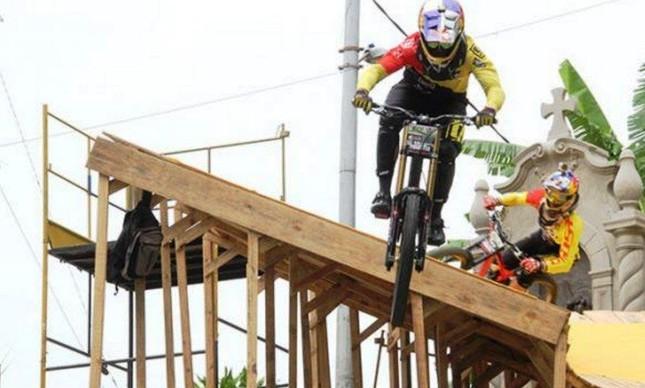 Filip Polc em ação nas escadas de Santos | Divulgação Time Eventos