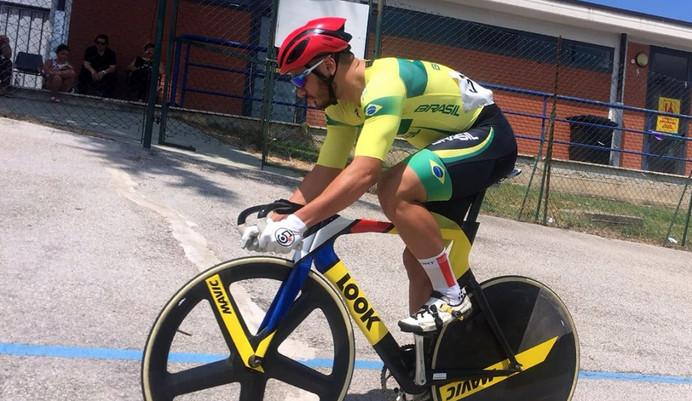 Kacio Freitas, ciclista da seleção brasileira, participa da Game XP no Rio de Janeiro