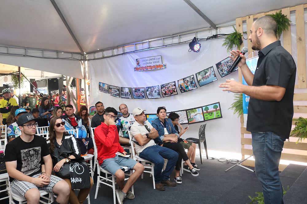 Carlos palestrando na Arena Mobilidade do Shimano Fest 2018 / Márcio de Miranda - Planeta da Bike