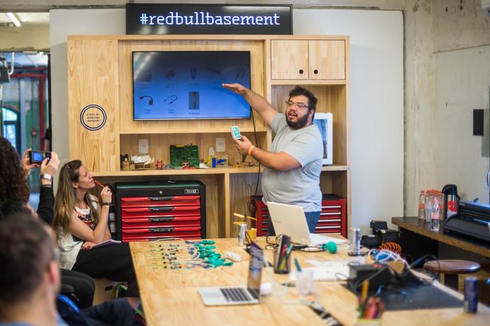 Red Bull Basement oferece workshops gratuitos, para público interessado em tecnologia e o tema Pedal