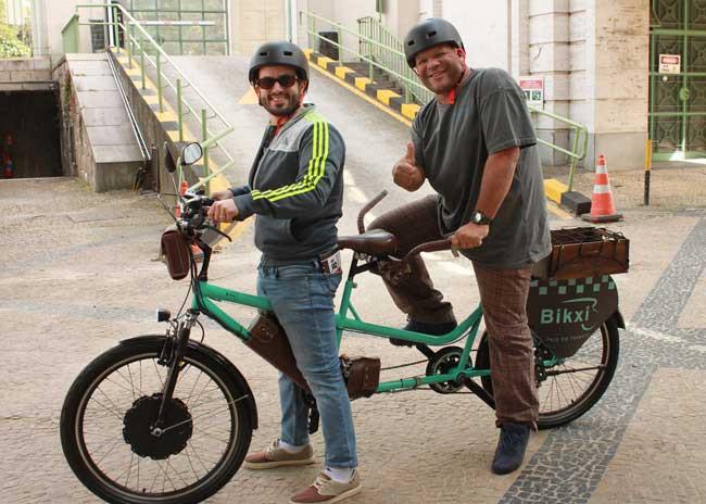 Nosso editor, Márcio de Miranda, testando o Bikxi no lançamento do SF2017 / Raphael Oliveira - Revista Ride Bike