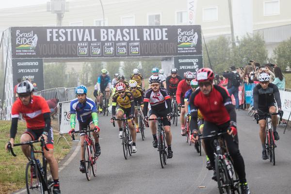 Largada da prova em Pardinho  (Wladimir Togumi / Brasil Ride)