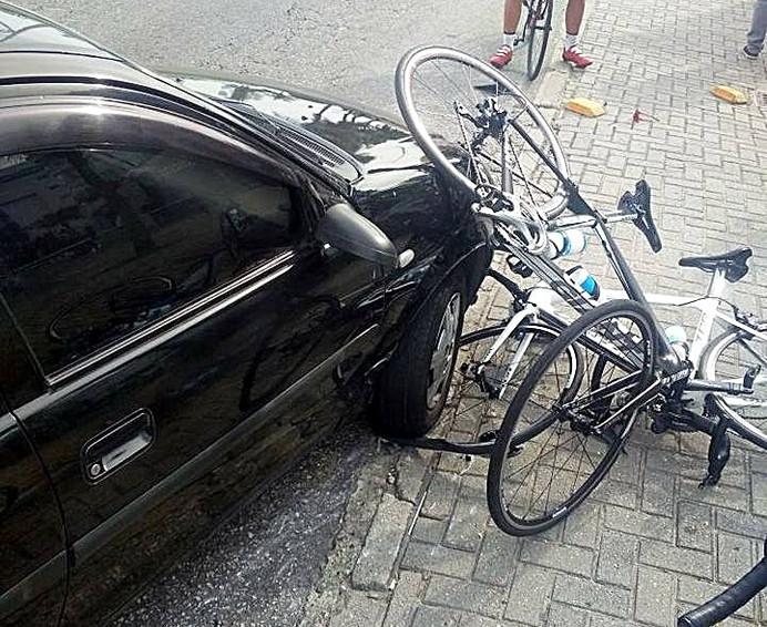 Violência no trânsito: ciclistas são atropelados durante treino na Barra da Tijuca