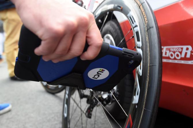 Tablet usado pela UCI para detectar fraudes / Divulgação UCI