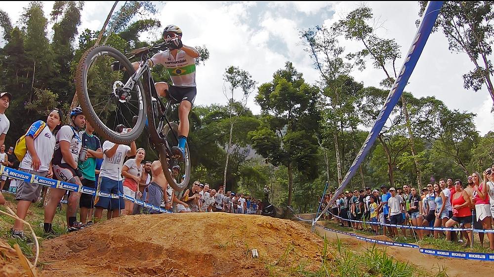 Avancini voando em Itaipava / Márcio de Miranda - Planeta da Bike