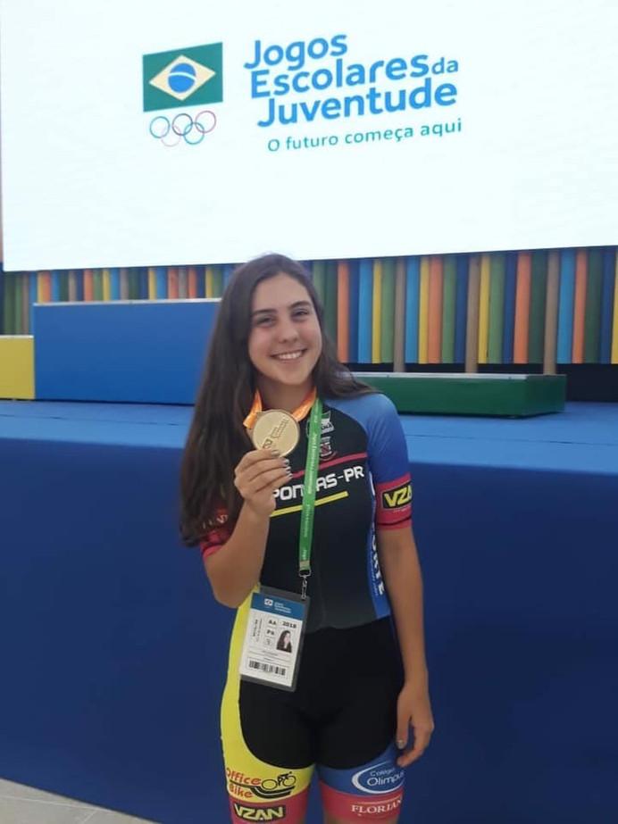 Nova geração: Julia Constantino domina as provas do ciclismo, de 15 a 17 anos, nos Jogos Escolares d