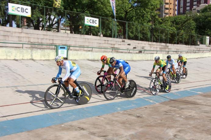 Provas de Velocidade e Scratch agitam o Velódromo de Maringá no segundo dia de Pan Master