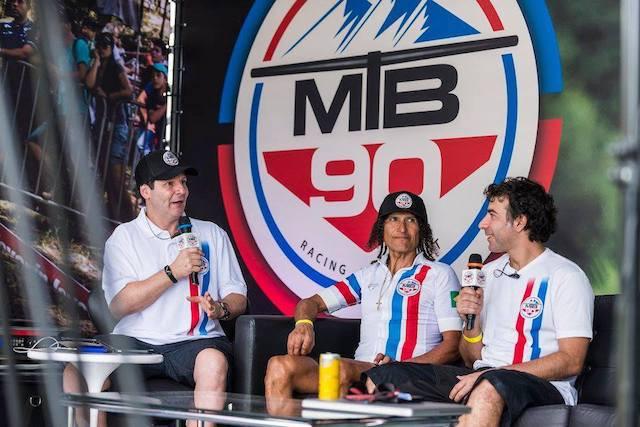 Sidney White e Andre Piva entrevistando Tinker Juarez para o MTB 90 / Divulgação