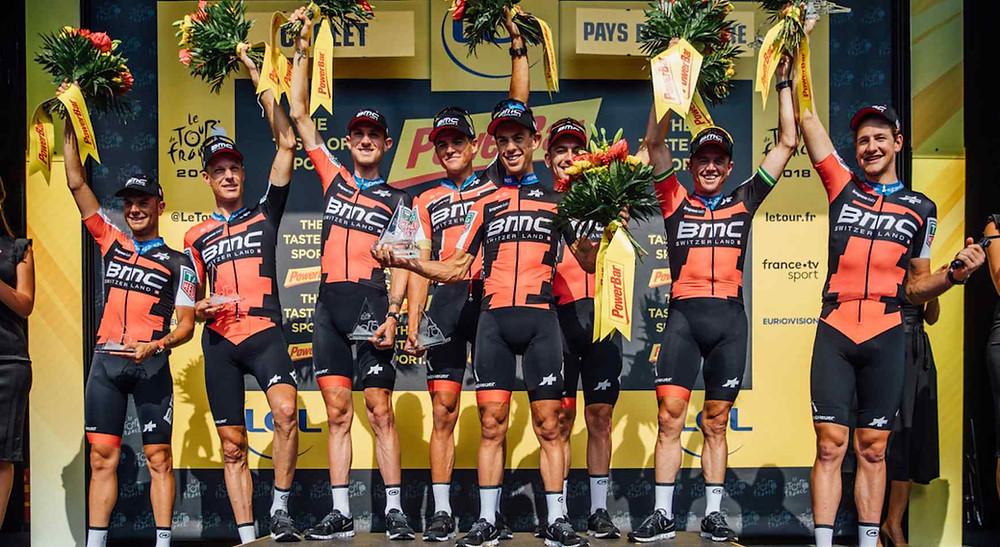 BMC Racing Team comemora no pódio / Chris Auld Fotografia